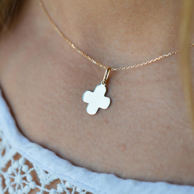 """Mini pendentif """"croix grecque"""" pour femme en or 18 carats"""
