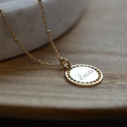 Collier perlé et jeton Joséphine doré à l'or fin