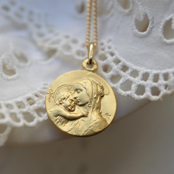 Medaille bapteme Vierge souveraine 9 carats