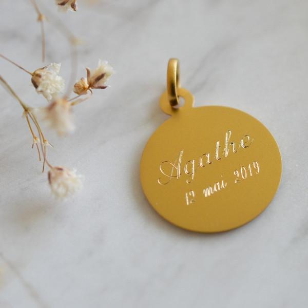 Medaille bapteme vierge priant en or 18 carats - Maison Laudate