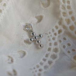 Pendentif grande croix perlée