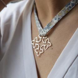 Pendentif de bapteme croix ruban