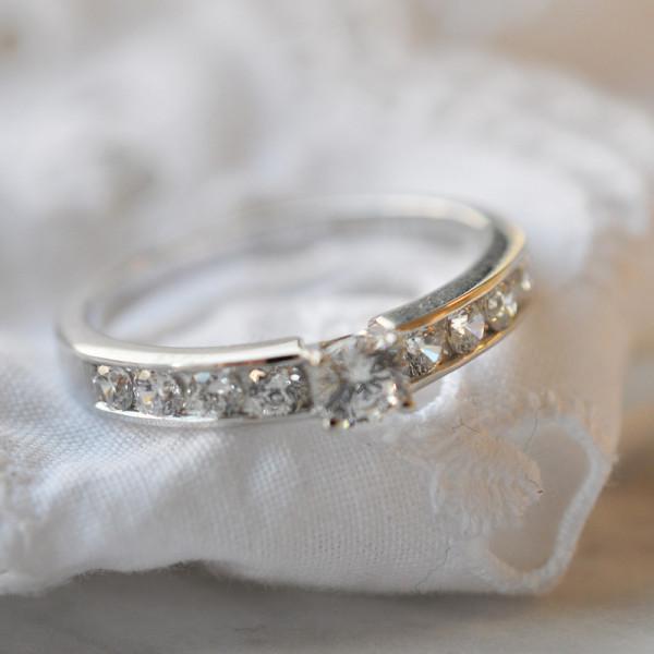 Solitaire Volga en diamants et or blanc
