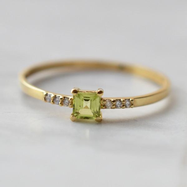 """Bague """"Eclats de vie"""" diamants et pierre petit carré 0,030 carats"""