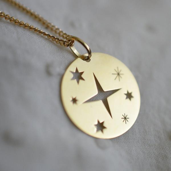 Médaille Sainte étoilée en or jaune 18 carats
