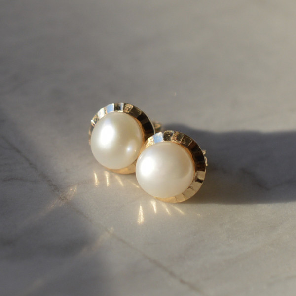 Boucles d'oreilles perle couronnée or jaune 18 cts